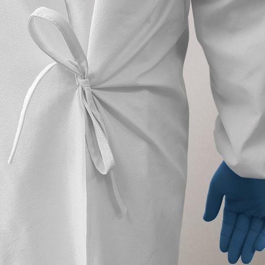 Bata protectora impermeable lavable detalle cierre cinturón